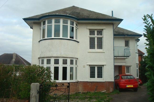 Thumbnail Flat to rent in Hillcrest Road, Winton, Bournemouth