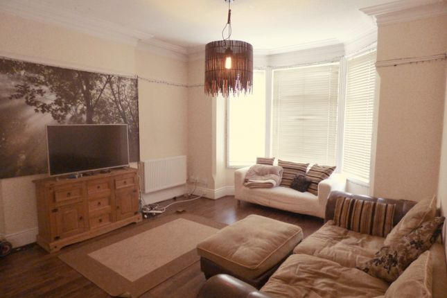 Lounge of Leslie Road, Forest Fields, Nottingham NG7