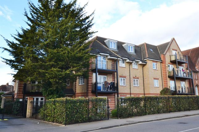 Thumbnail Flat for sale in Swan Road, West Drayton