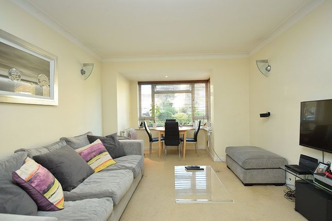 2 bed flat for sale in Northwood Gardens, North Finchley