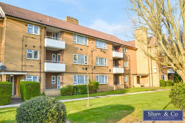 Thumbnail Flat to rent in Ringway, Southall, Middlesex