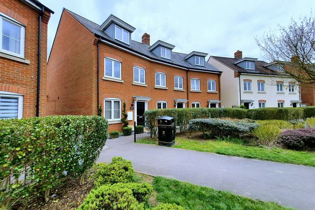 3 bed end terrace house to rent in Quicksilver Way, Andover, Hampshire SP11