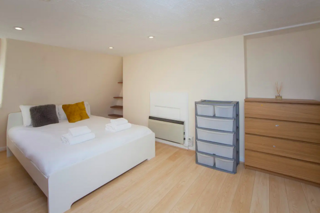 Thumbnail Flat to rent in Oxford Row, Bath, Somerset