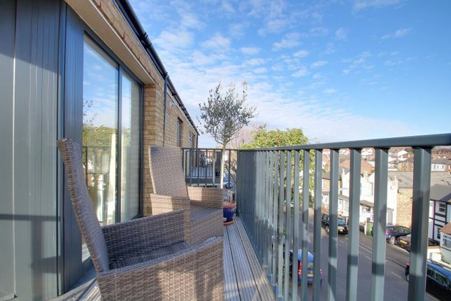 Thumbnail Flat for sale in Lind Road, Sutton