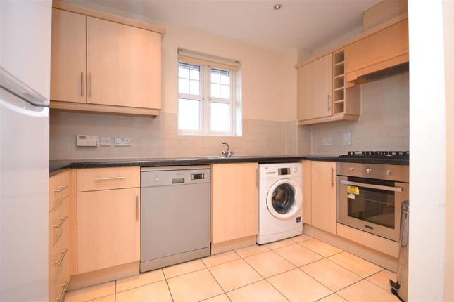 Thumbnail Flat to rent in Shillingford Close, Mill Hill, London