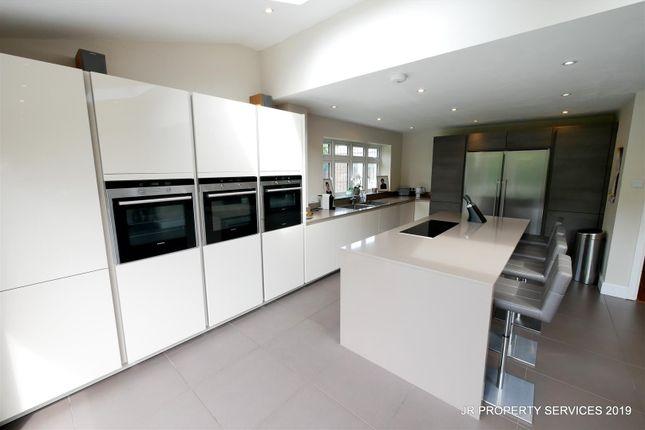 Kitchen/Breakfast Room:-