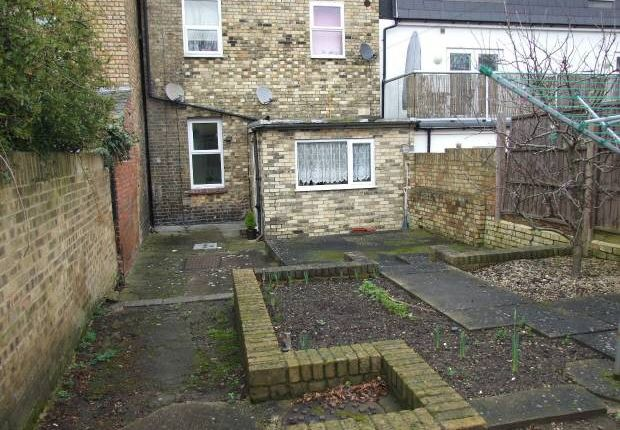 Flat to rent in High Street, Snodland
