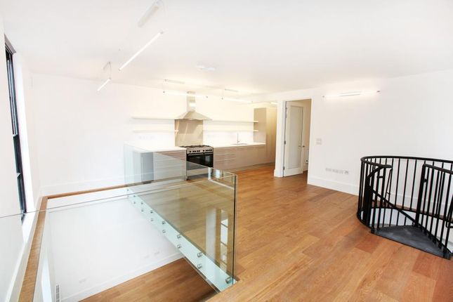Thumbnail Maisonette to rent in Rondor House, Parsons Green