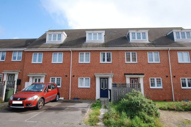 Thumbnail Mews house for sale in Kelvedon Avenue, Kenton, Newcastle Upon Tyne