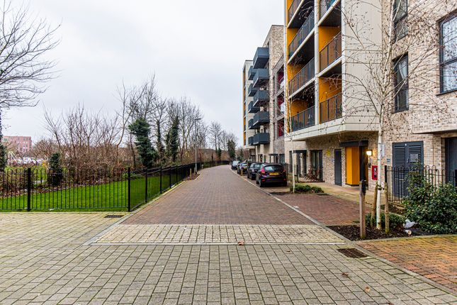Thumbnail Room to rent in Globe Court, Chronicle Avenue, Colindale, London