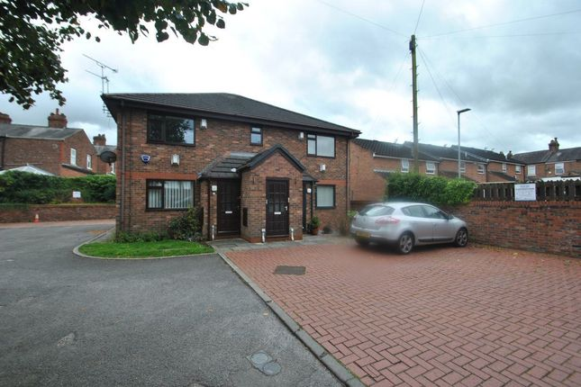 Thumbnail Flat to rent in Bridgewater Mews, London Road, Stockton Heath, Warrington