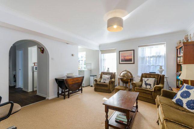 Thumbnail Flat to rent in Hampton Court Road, Hampton Court, East Molesey