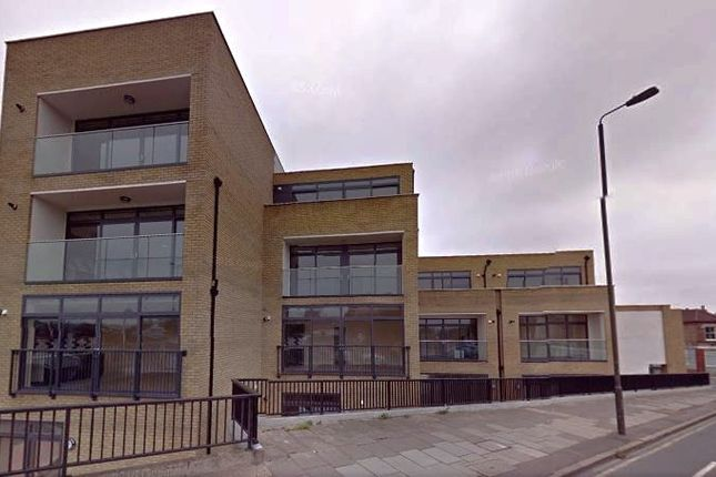 2 bed flat to rent in 1D Caxton Road, Merton
