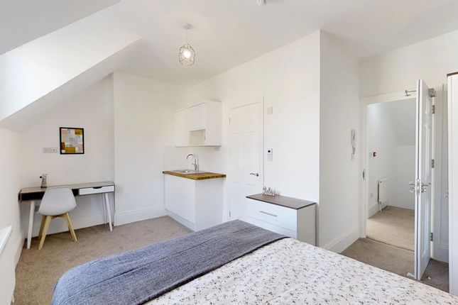 Thumbnail Shared accommodation to rent in London Road, Strood, Rochester
