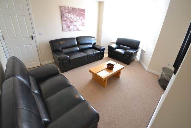 Thumbnail Flat to rent in Holmwood Grove, Jesmond, Newcastle Upon Tyne