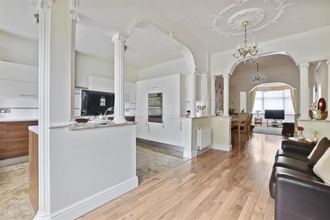 Thumbnail Property for sale in Hatherley Gardens, London