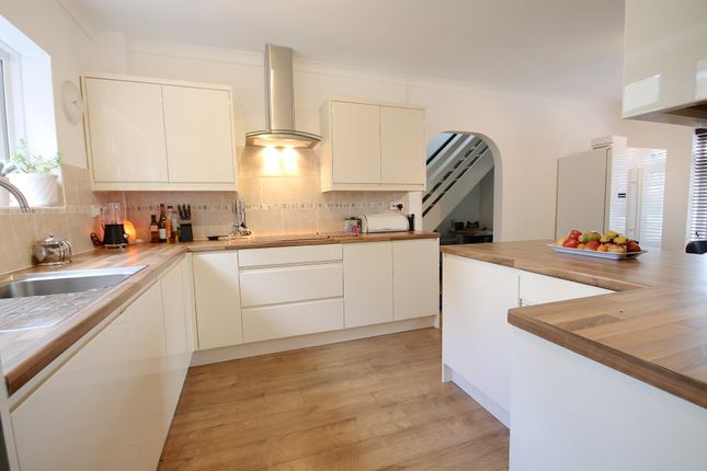 Thumbnail Detached house for sale in Smollets, East Grinstead