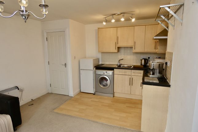 2 bed flat to rent in Bevin Court, Crediton EX17