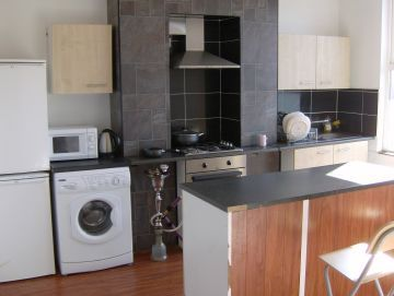 Thumbnail Shared accommodation to rent in Queens Road, Leeds