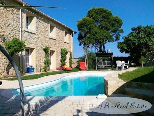 8 bed property for sale in 34500 Beziers, France