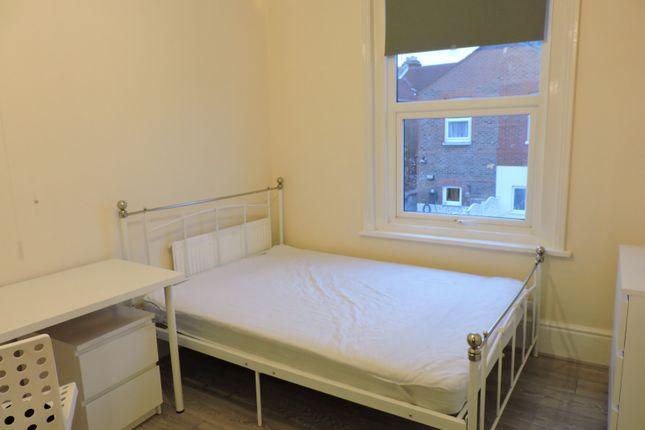 Thumbnail Room to rent in Grayshott Road, Southsea