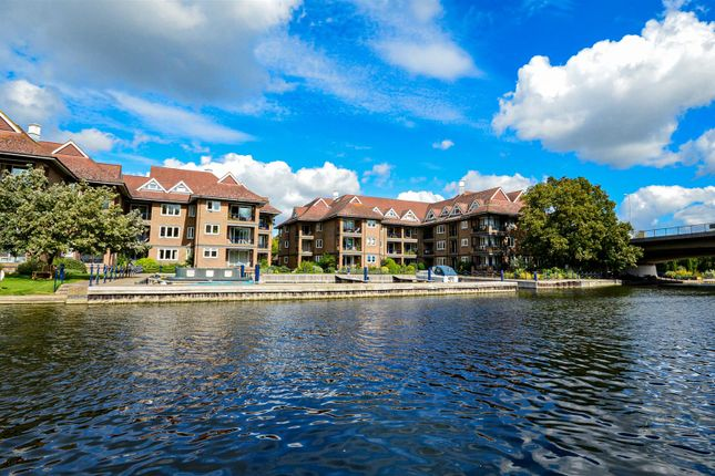 Thumbnail Flat for sale in The Eights Marina, Mariners Way, Cambridge