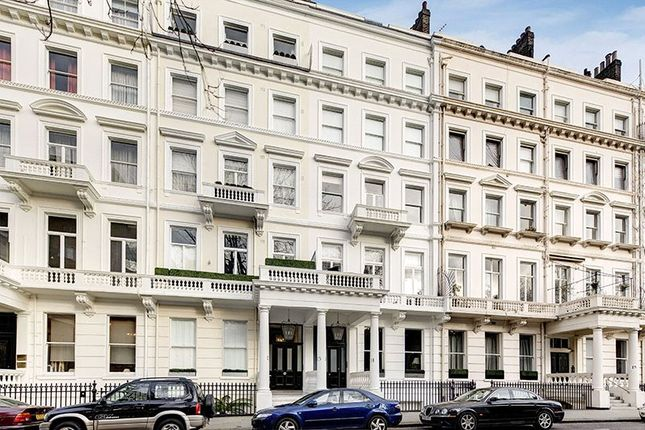 Thumbnail Flat for sale in Queens Gate Gardens, London