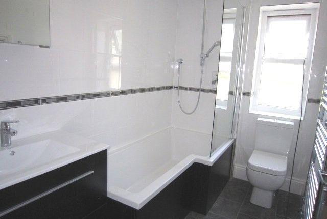 Thumbnail Flat to rent in Dean Head, Scotland Lane, Horsforth, Leeds