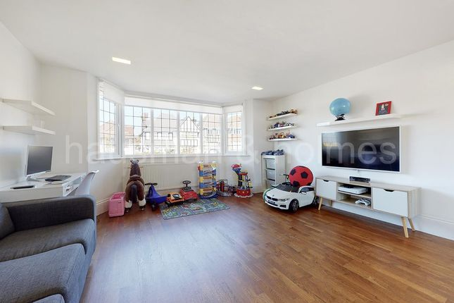 5 bed flat for sale in Armitage Road, London NW11