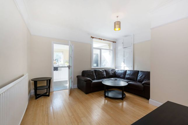 Thumbnail Flat to rent in Cephas St, Bethnal Green, London