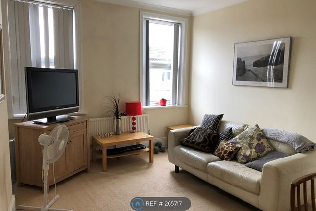 2 bed flat to rent in Bank Street, Ossett WF5