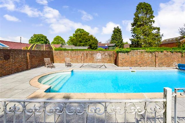 Thumbnail Detached house for sale in Fairfield Road, New Romney, Kent