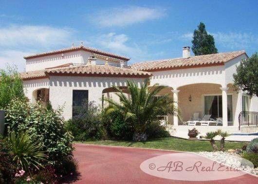 4 bed villa for sale in Perpignan, France