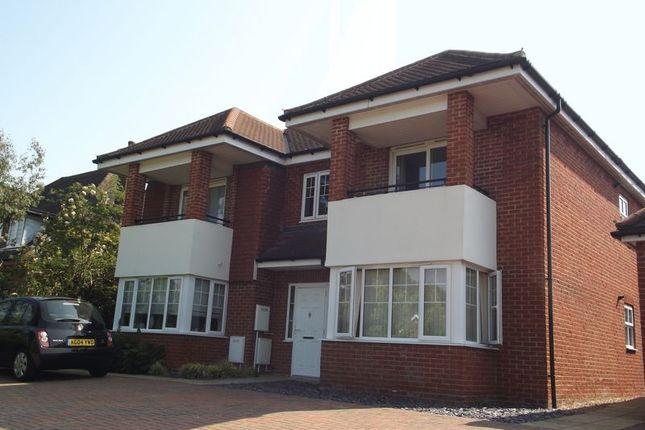 Thumbnail Flat to rent in Ridge Way, High Wycombe