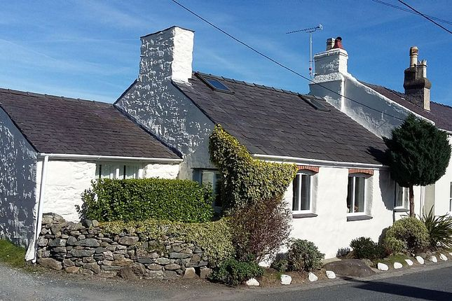 Thumbnail Cottage for sale in Caeathro, Caernarfon, North Wales