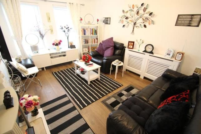 Lounge of Weavers Court, 105 Seedhill Road, Paisley, Renfrewshire PA1