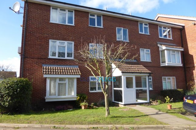 Thumbnail Flat to rent in High Street, Langley, Slough