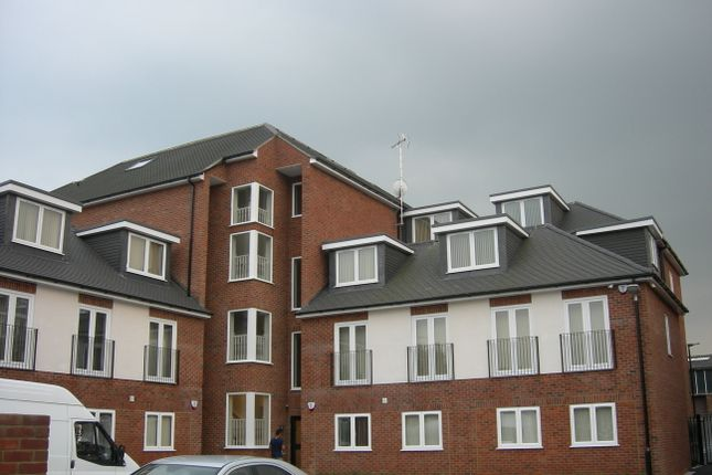 Thumbnail Flat to rent in Stoke Gardens, Slough