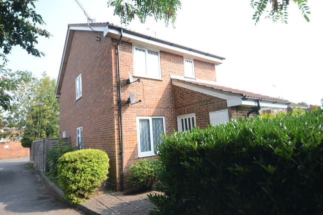 Thumbnail Maisonette to rent in The Willows, Caversham, Reading