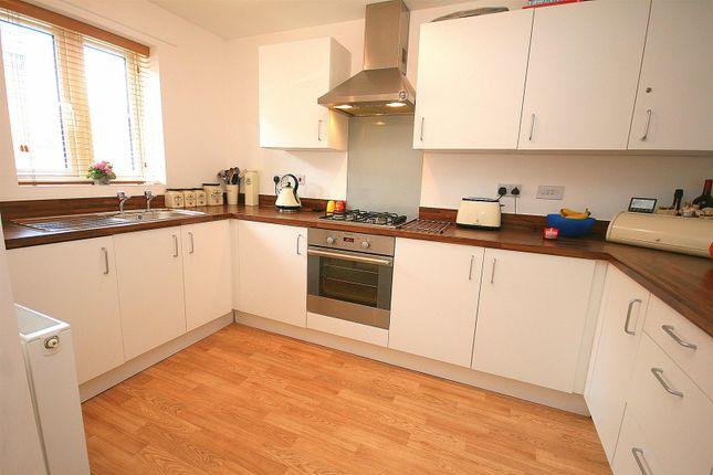 Kitchen. of Campbell Lane, Pitstone, Bucks. LU7