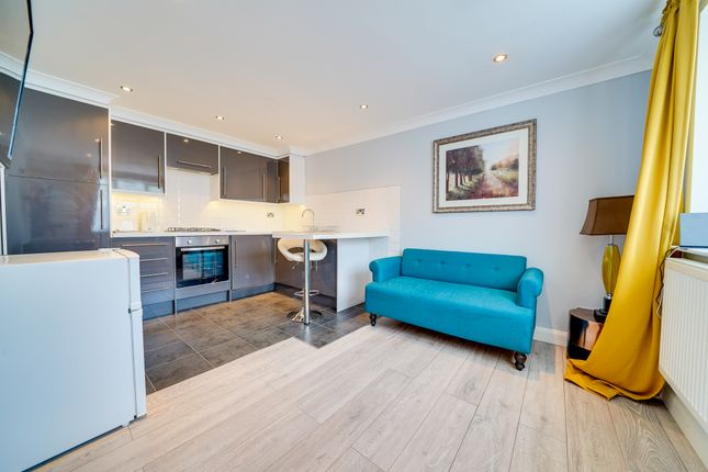 1 bed flat to rent in High Street, Croydon, Royston SG8