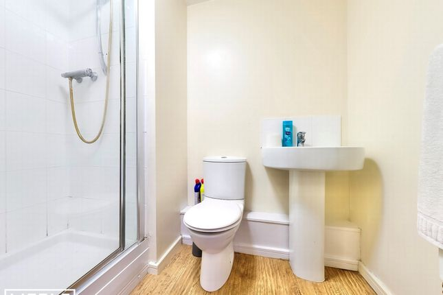 Bathroom of Lower Hall Street, St. Helens WA10