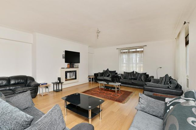 Flat for sale in George Street, London