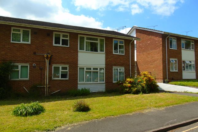 Thumbnail Flat to rent in Langton Close, Winchester