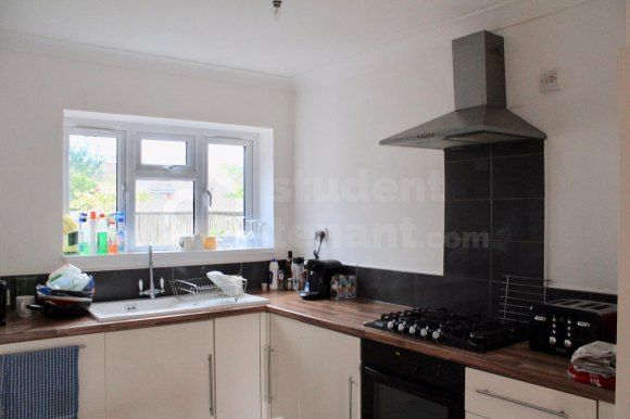 Thumbnail Shared accommodation to rent in Larch Avenue, Guildford, Surrey