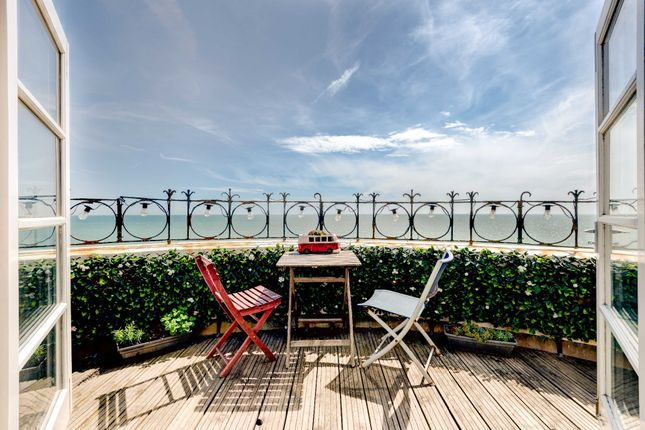 Thumbnail Flat for sale in Courtenay Terrace, Hove