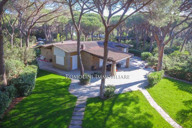 Thumbnail Villa for sale in Castiglione Della Pescaia, Tuscany, Italy