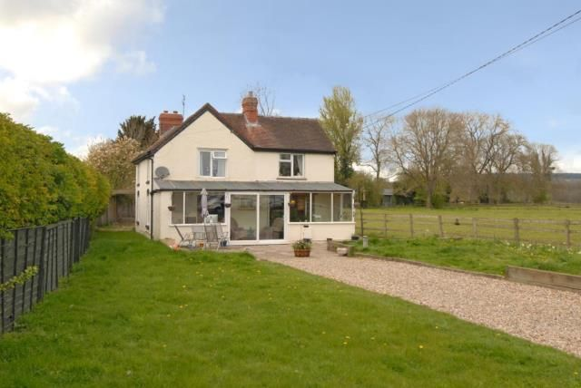 Thumbnail Cottage for sale in Kingsland, Herefordshire