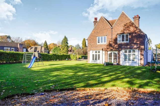 Thumbnail Detached house for sale in Chiltern Road, Amersham