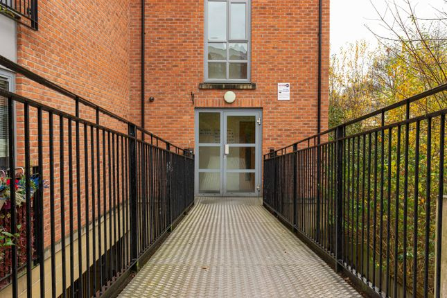 2 bed flat to rent in Sandpipers, Rope Walk, Congleton CW12